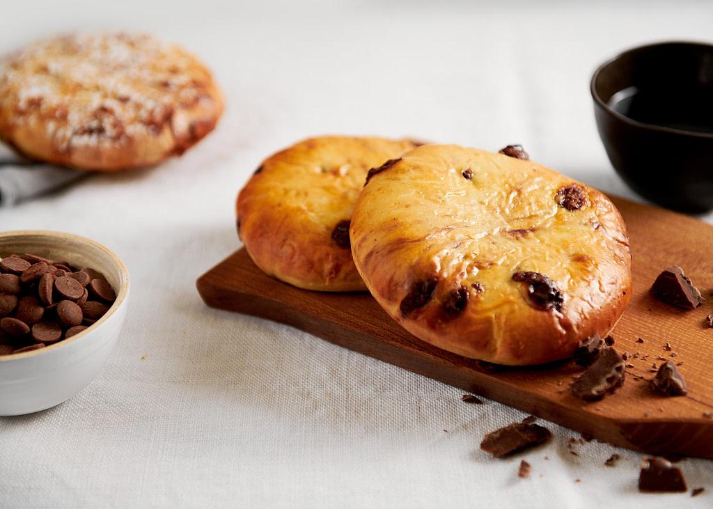 Chocolate Snooze Brekky op houten plankje